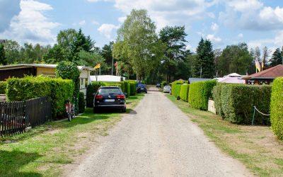 Grüne Ferienanlage zum Dauercamping